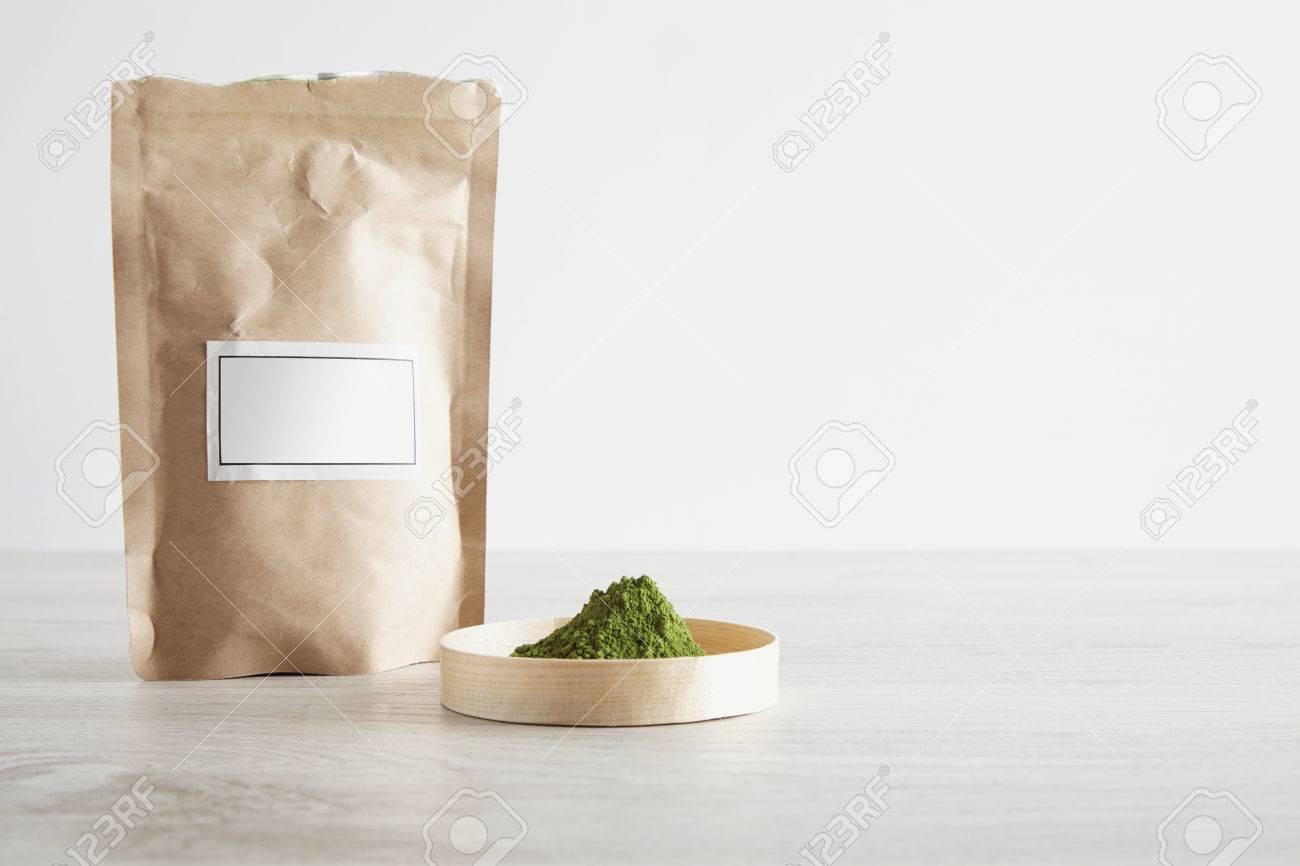 Basteln Sie Braune Papiertüte Und Erstklassiges Organisches Matcha ...