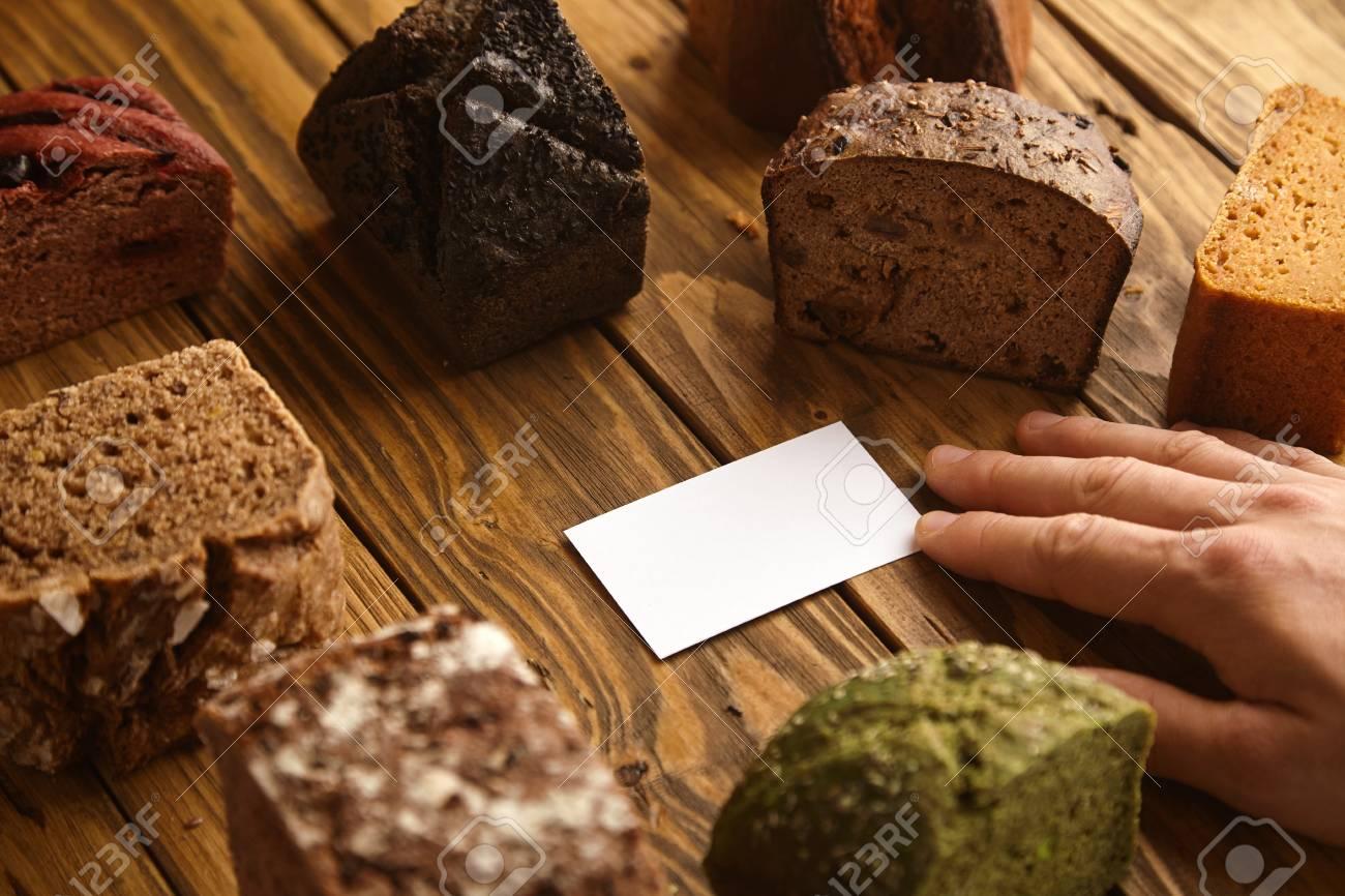 Main Prend Carte De Visite Vierge Boulanger Artisan Professionnel