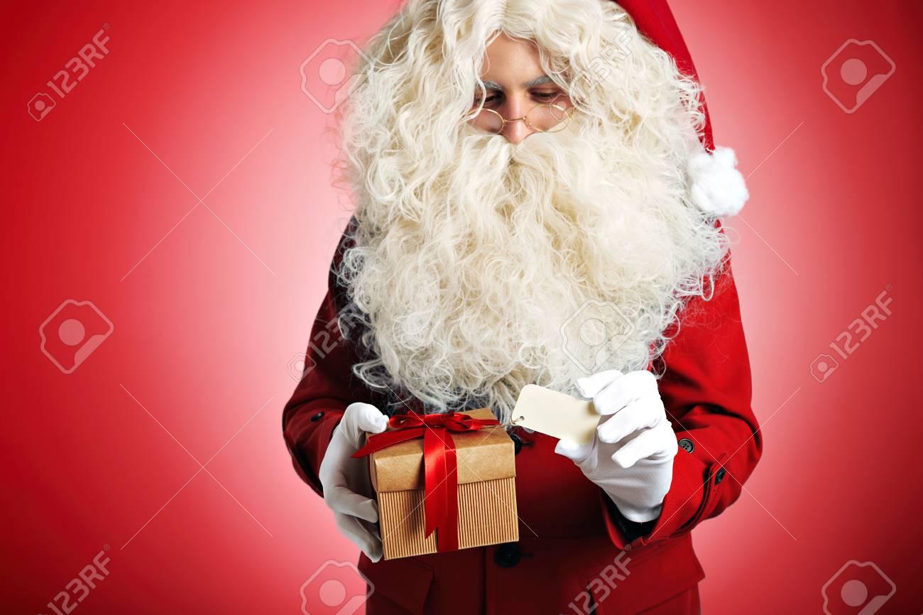 Weihnachtsmann Auf Leere Weiße Etikett Auf Eine Box Karton Geschenk ...