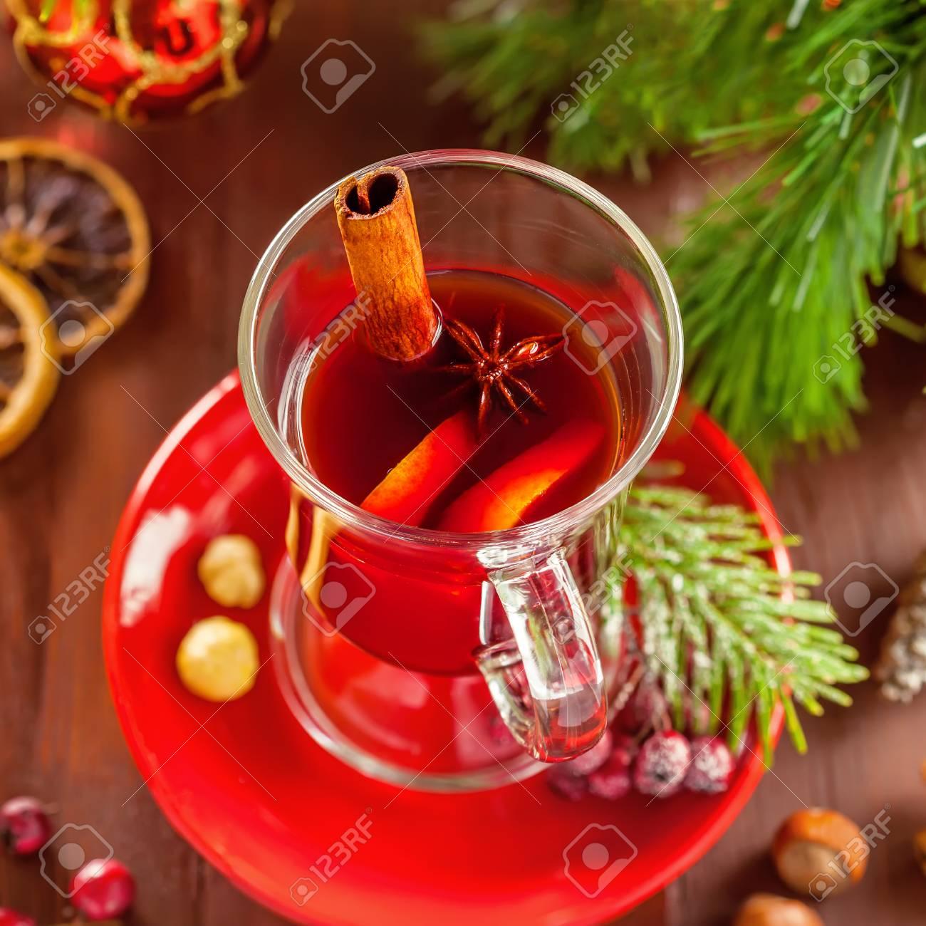 Traditionelle Weihnachts Heißes Getränk. Glühwein Für Silvester ...