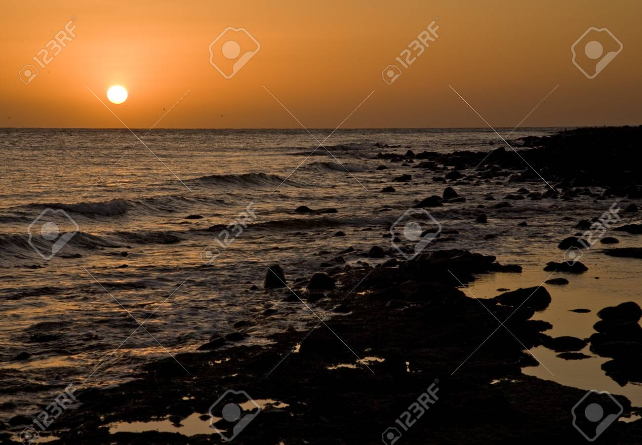 Sunset over a rocky beach at Puerto Penasco (Rocky Point) Mexico Stock Photo - 17445609