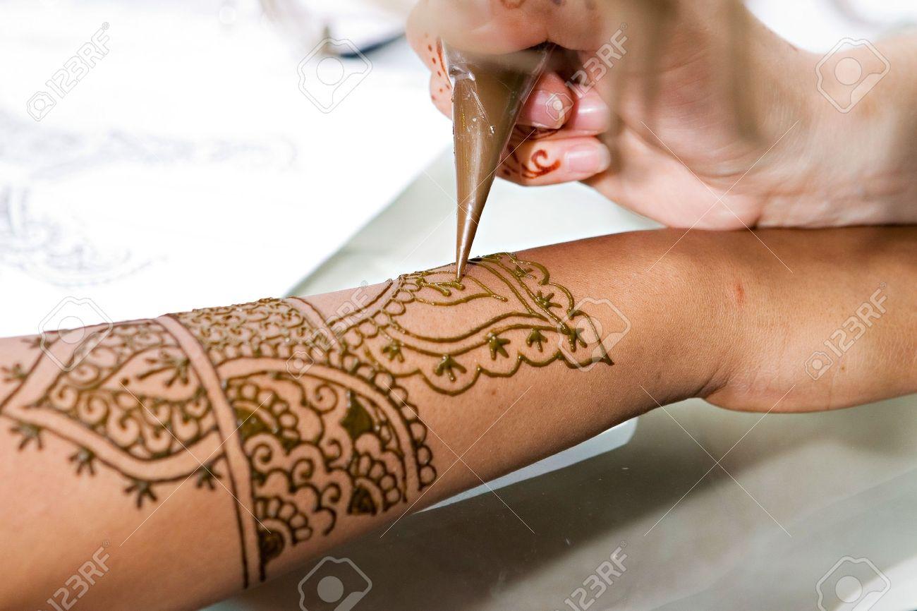 Татуировки для девушек на руке: фото, картинки, эскизы 35