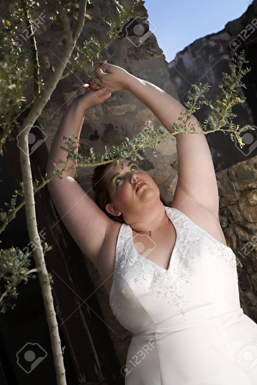 Abiti Da Sposa Verdi.Immagini Stock Una Bella Sposa Piu Dimensioni Con Occhio Verde