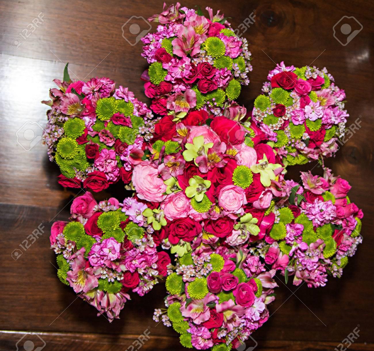 Ramos De Flores De Colores De Las Flores Son Una Tradicin En