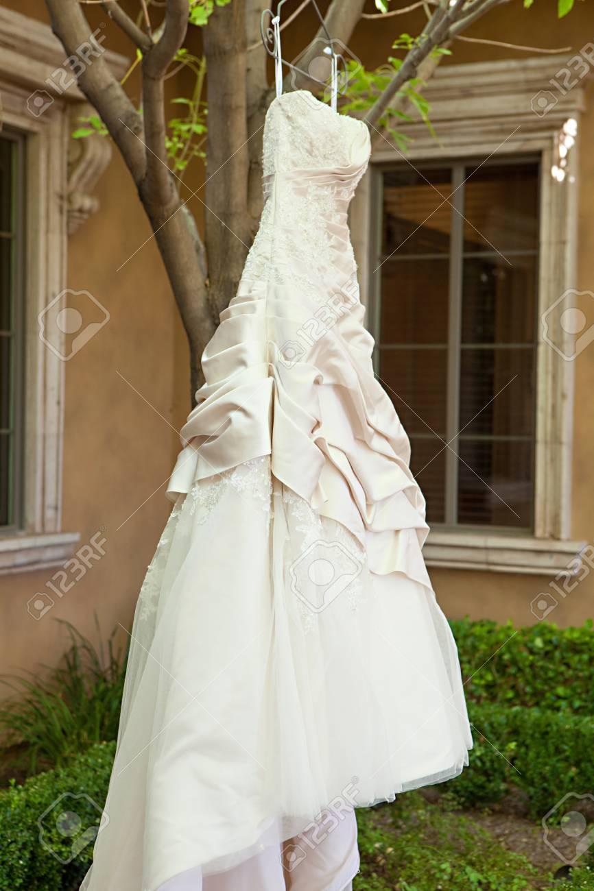 Eines Amerikanischen Braut Moderne Hochzeitskleid An Ihrem ...