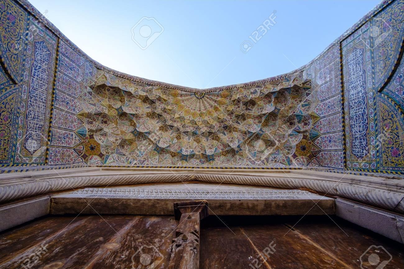 日時: モスクのドア、カーシャー...