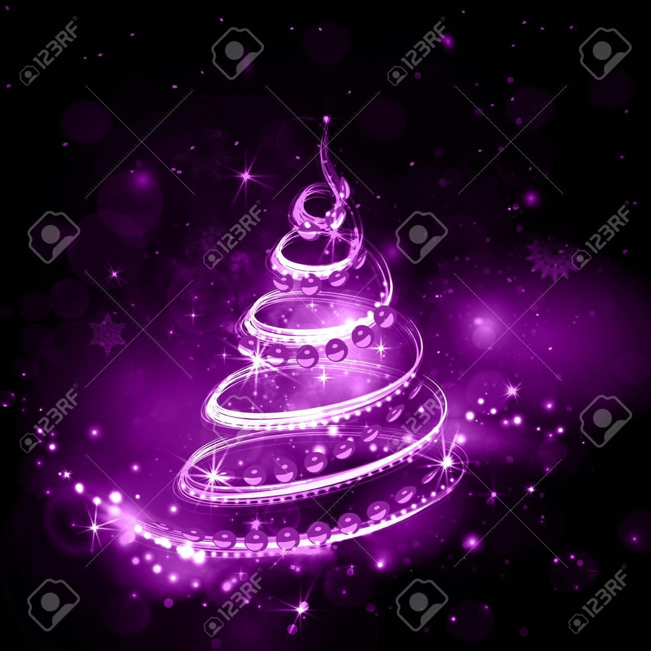 Immagini Glitterate Di Natale.Albero Di Natale Su Sfondo Di Notte Di Vacanza In Tonalita Viola Con Glitter Lucido E Brillante Esplosione Cielo Notturno Con Le Stelle E Fuochi