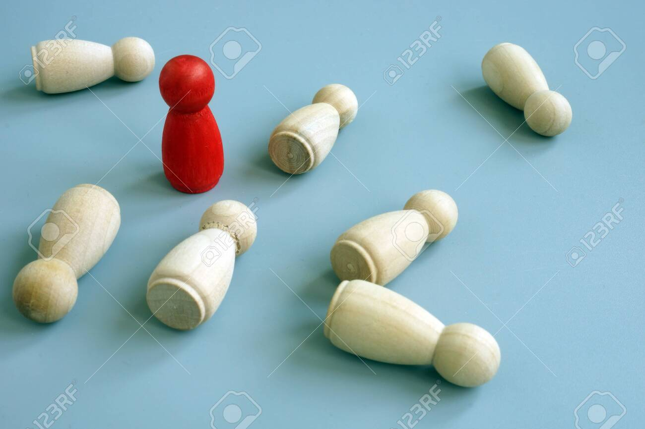 Success business advantage in competition concept. Red figurine as symbol competitive edge. - 124399640
