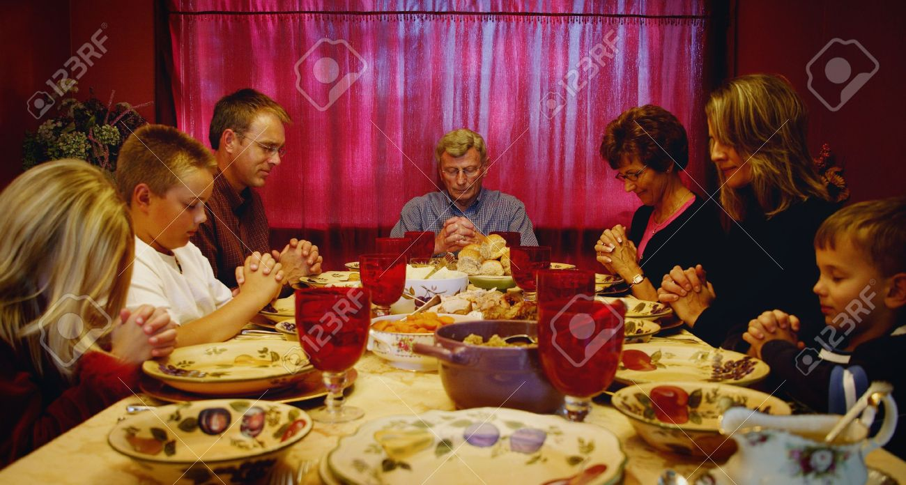 family praying at dinner - 1024×548