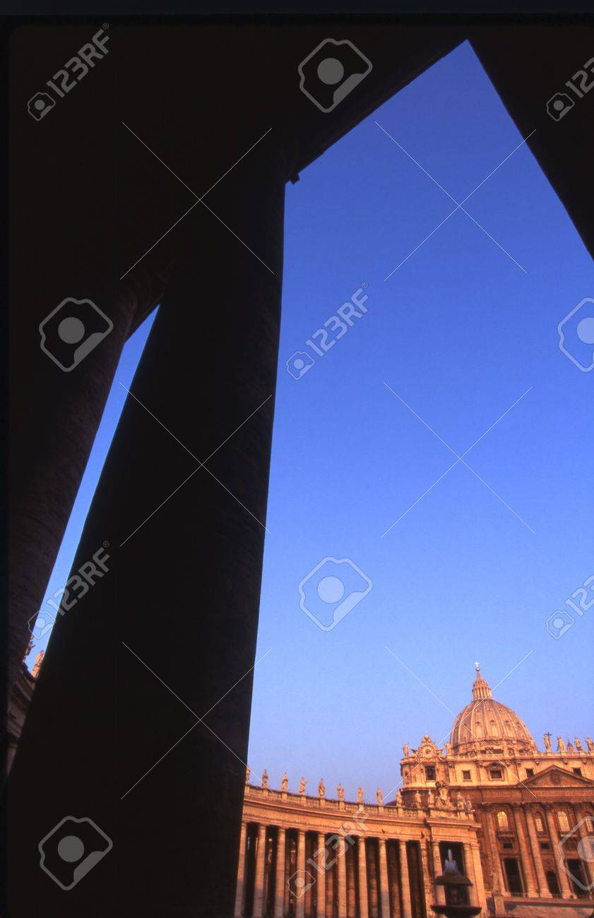 St. Peter's Square in Rome Italy Stock Photo - 7551465