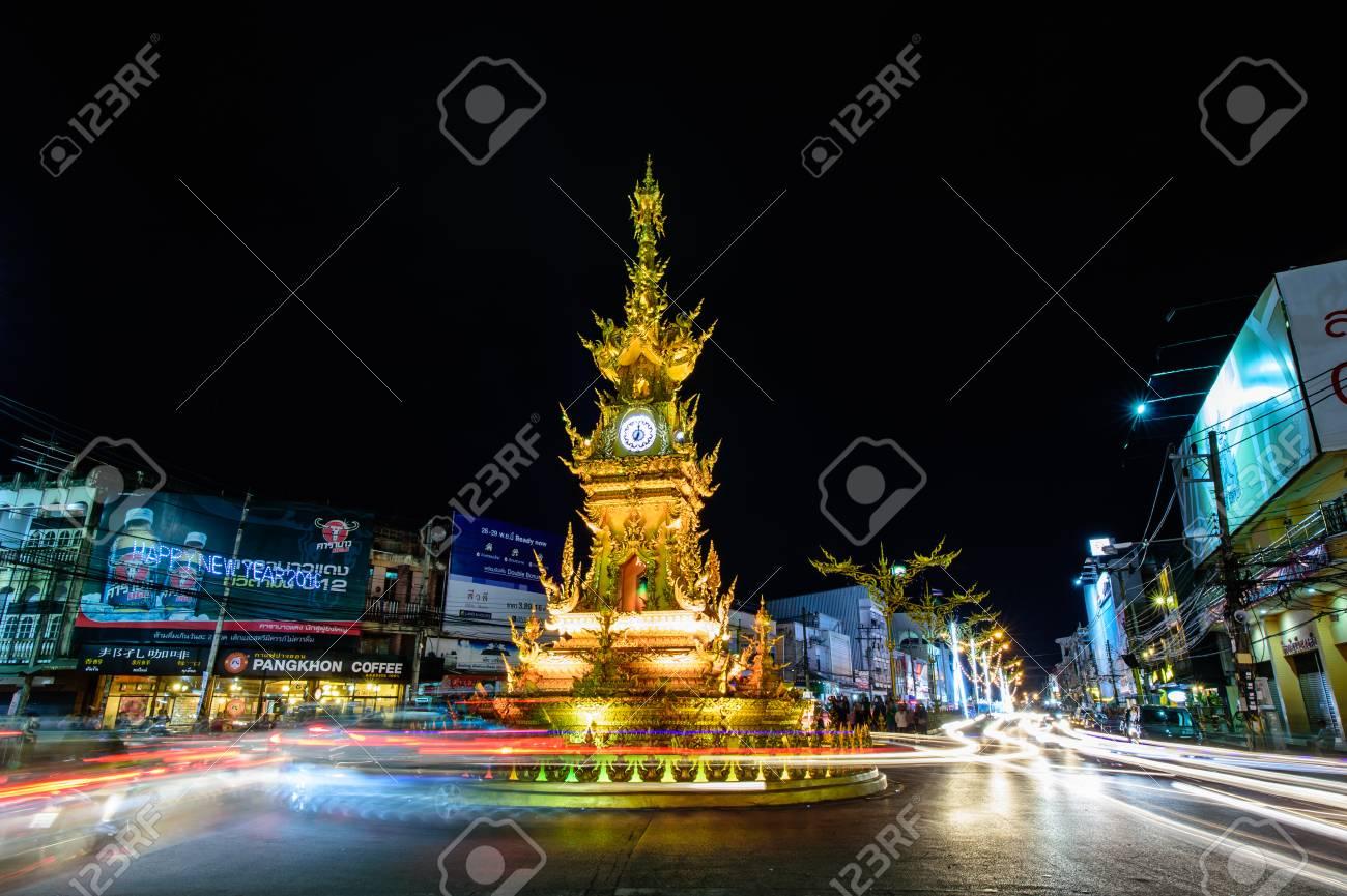 27 Mejor Del ChiangraiTailandia Khosit Chalermchai El TailandésDiseñado Pipat Por La De En Estilo Torre Típico 2015Oro RelojConstruida 8nwm0vN