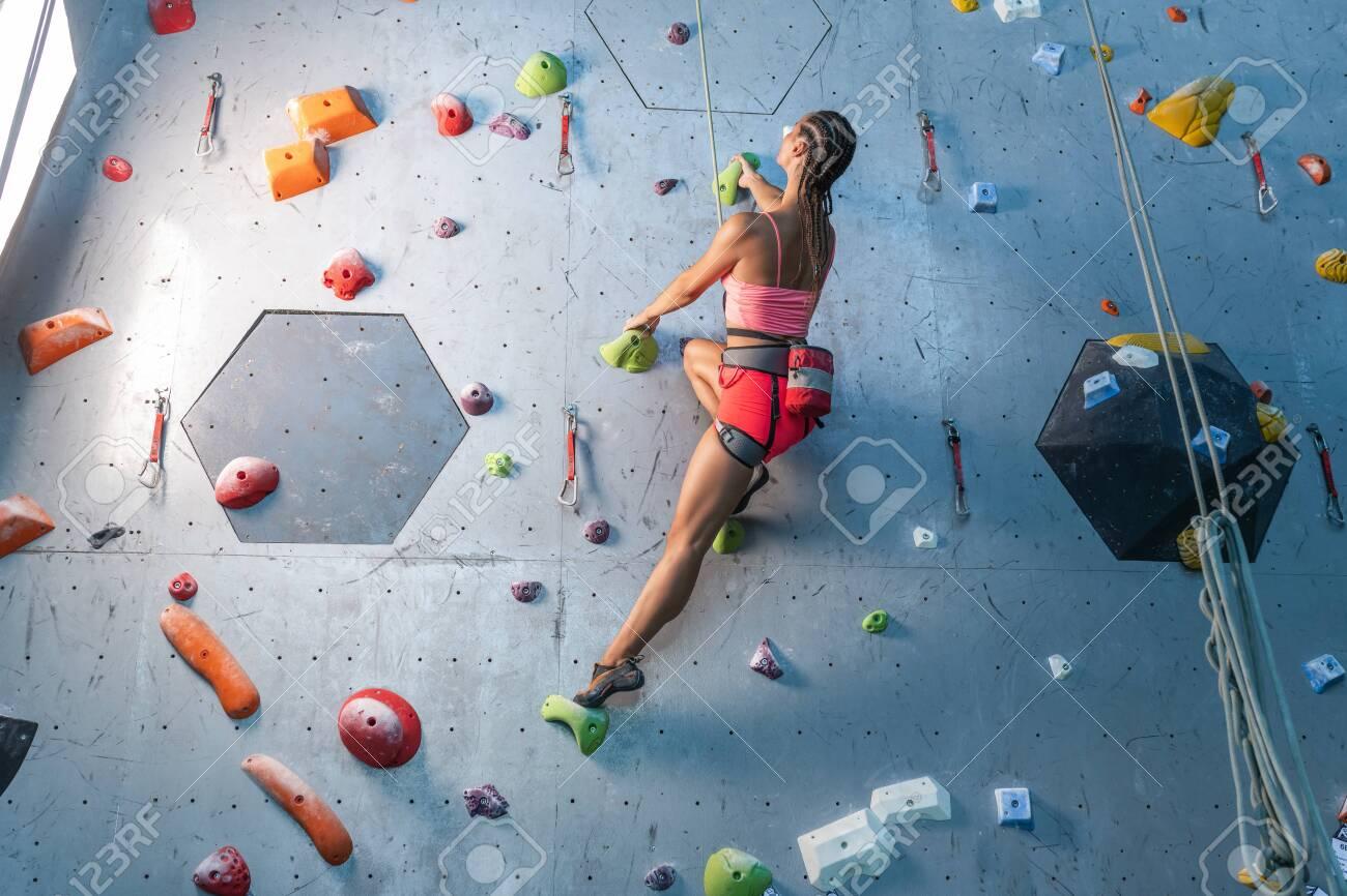 Climbing classes in a private sports center - 152367088