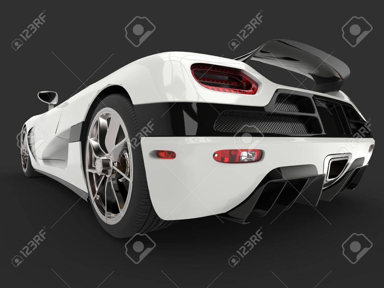 futuristischer supersportwagen - kosmischer weißer lack - low angle