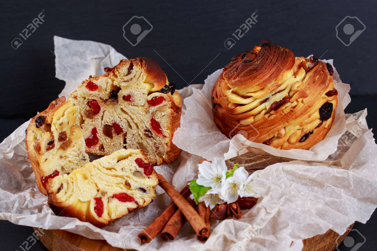 Large caffeine with raisins and cinnamon sticks - 155944575
