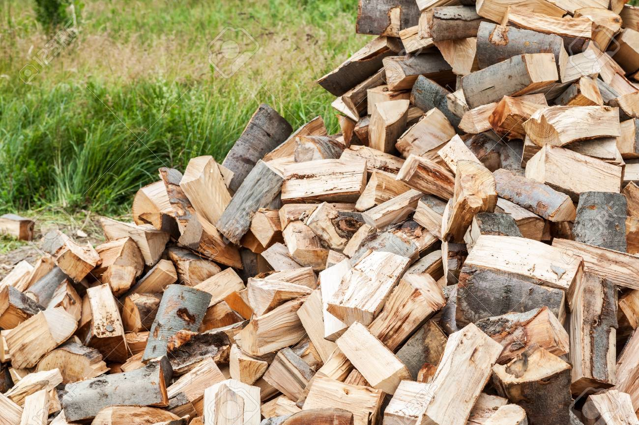 Pile of chopped wood Stock Photo - 20298825