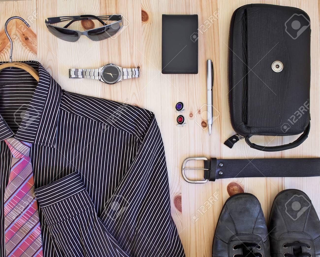 Conjunto de ropa y accesorios para hombres. Foto de archivo , 29903067
