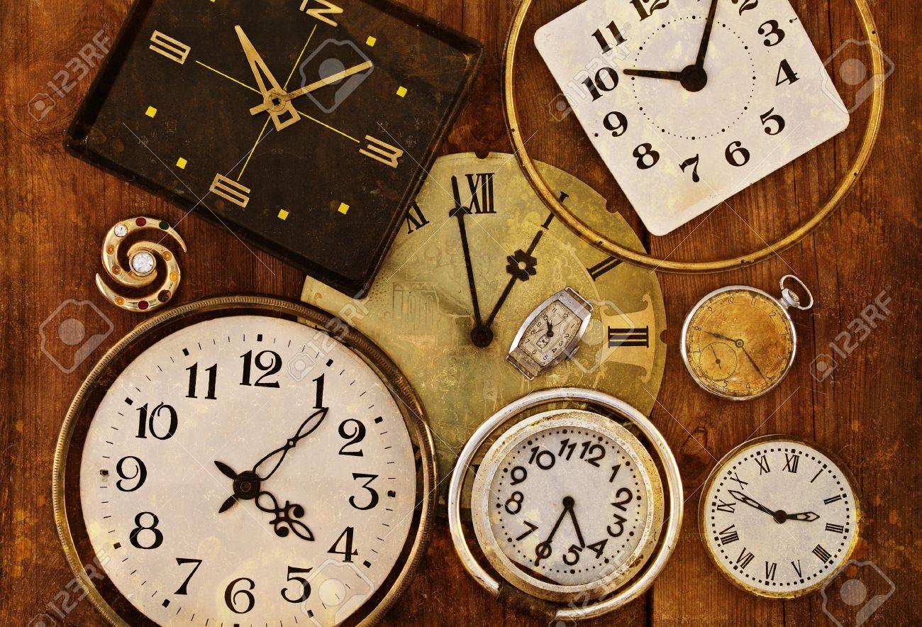 Reloj Viejo En Un Fondo Sucio Colección De Relojes Antiguos Fotos