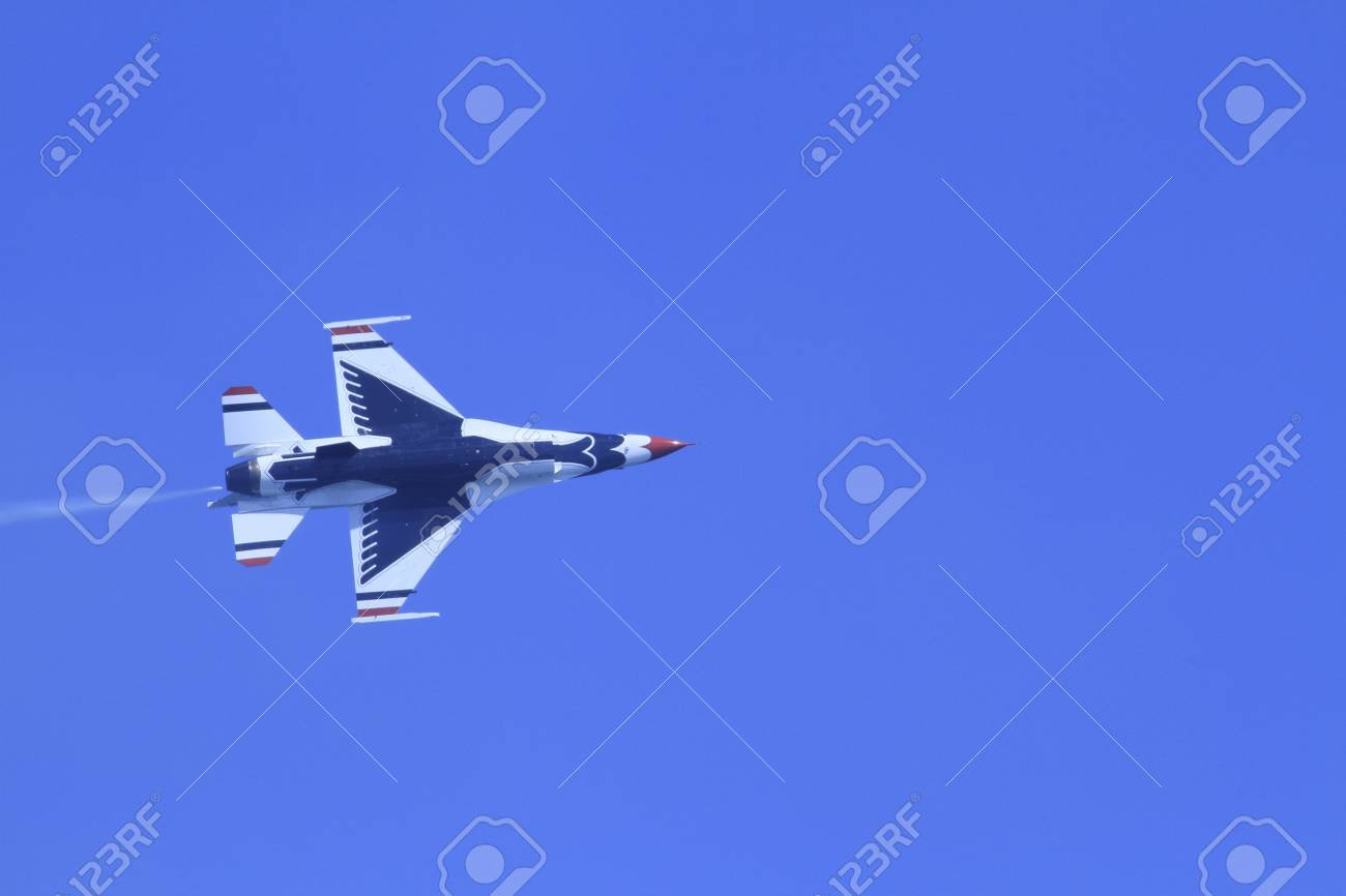 US Air Force F-16s flying at the Chicago Air Show 2011 Stock Photo - 14628483