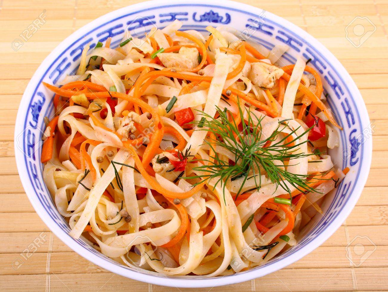 Band than Asian rice noodle salad with chicken meat and carrots Stock Photo - 18702504