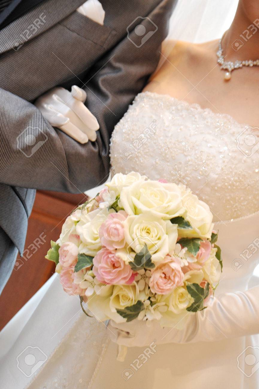 Bouquet Sposa Estate 2018.Bride Bridal Bouquet Up Scene Together Filled With Happiness
