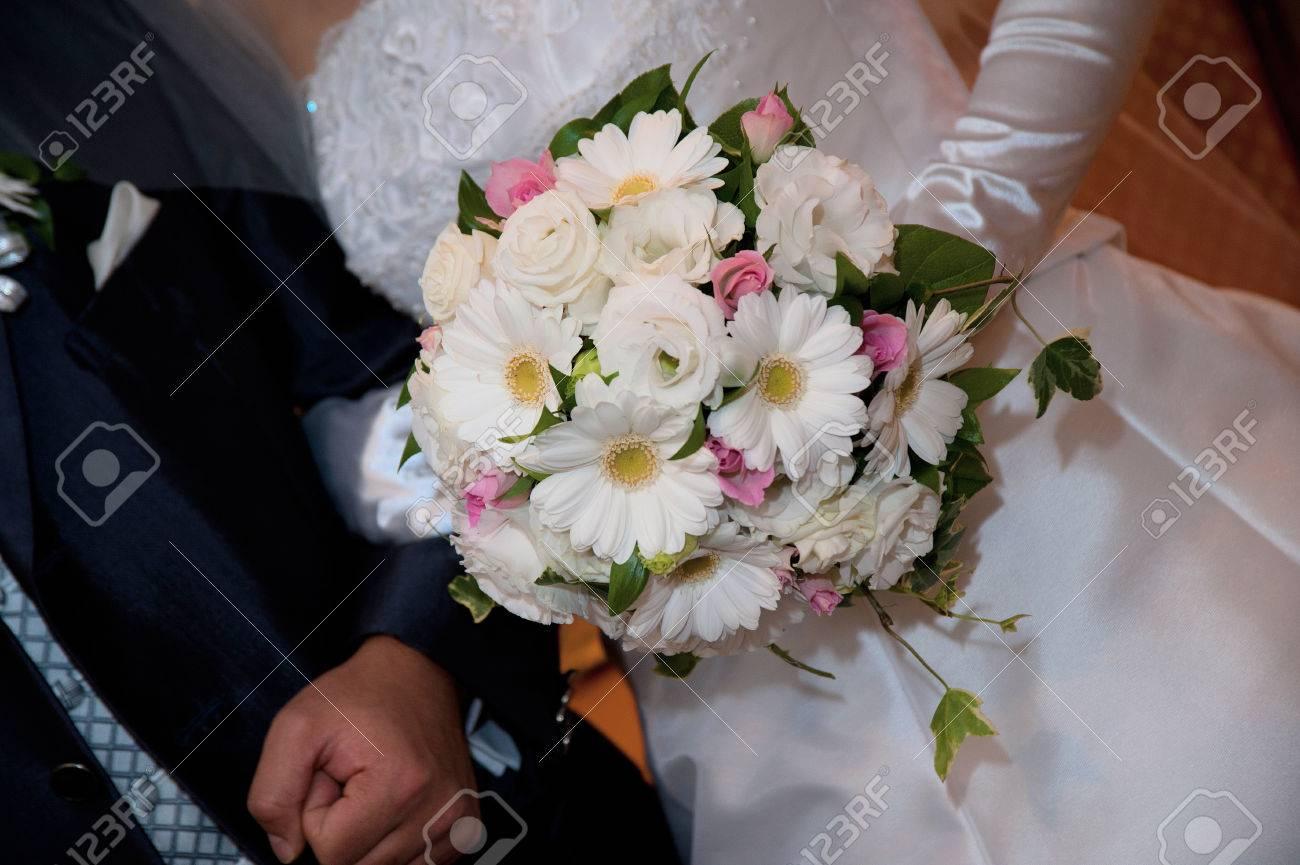 Bridal Bouquet Round Type Of Splendid And Stylish Flower