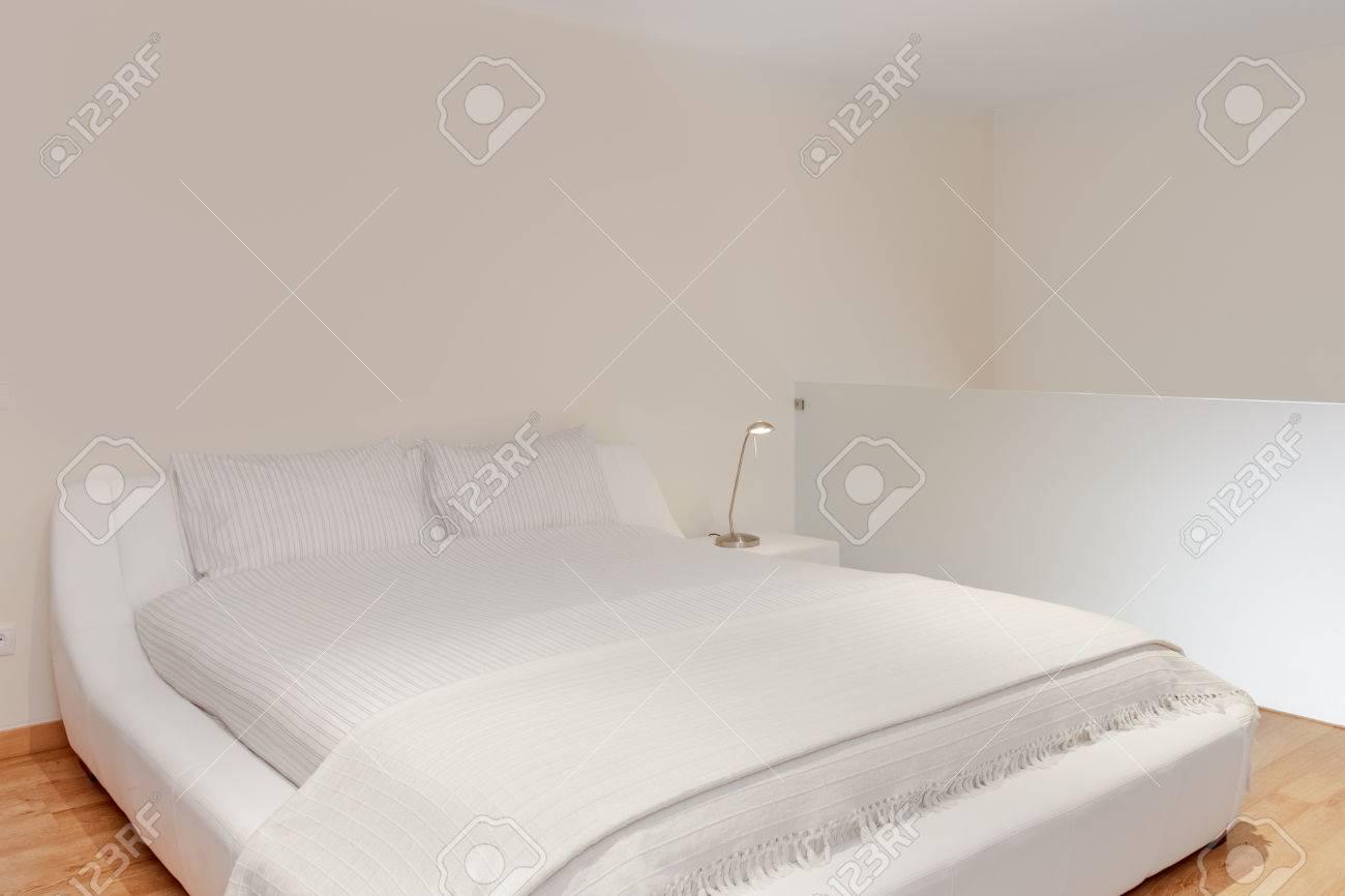 Fußboden Schlafzimmer Komplett ~ Schlafzimmer suite mit hartholz fußböden lizenzfreie fotos bilder