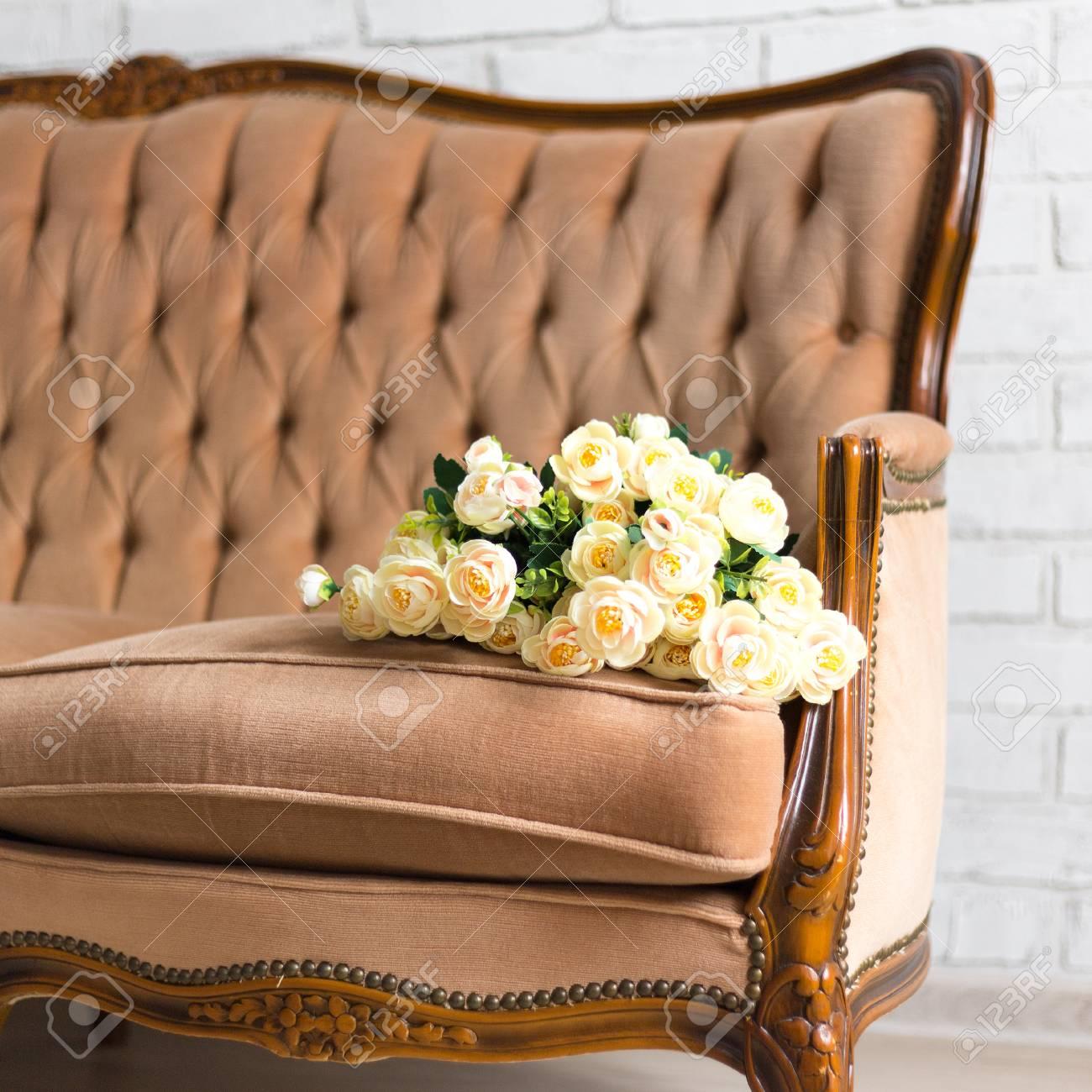 Verschiedene Sofa Rose Das Beste Von Bouquet Of Flowers On Ancient Vintage Stock