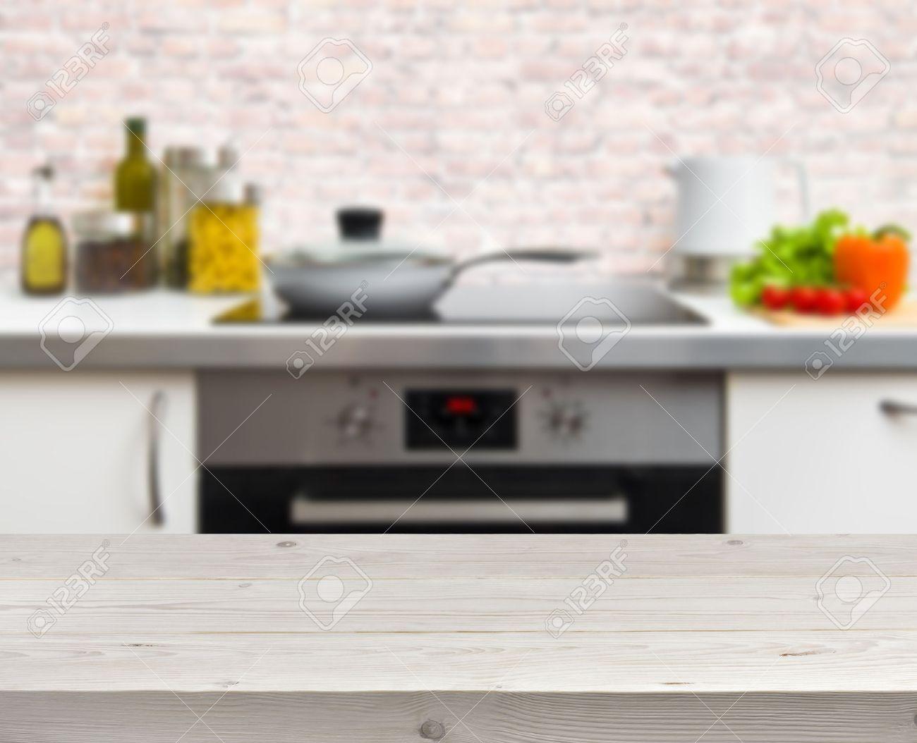 Mesa de madera sobre fondo desenfocado rústica cocina