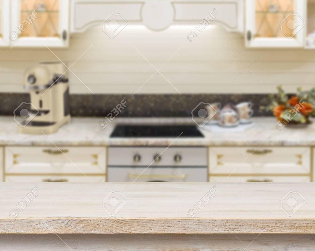 Mesa Con Textura De Madera Sobre El Fogón De La Cocina Borrosa Fondo ...