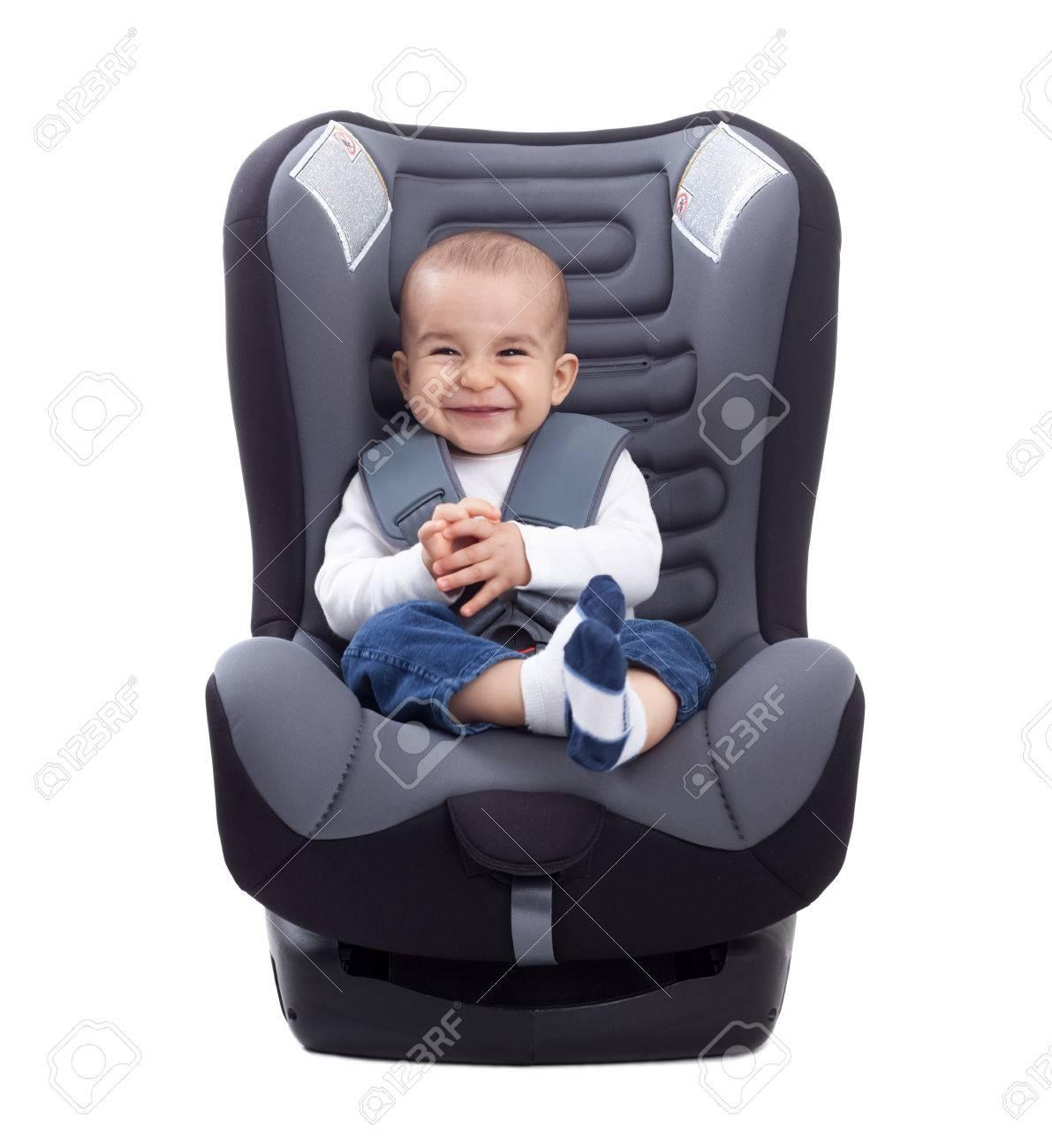 Baby Zitten Stoel.Grappige Schattige Baby Zitten In Een Auto Stoel Geisoleerd Op Wit
