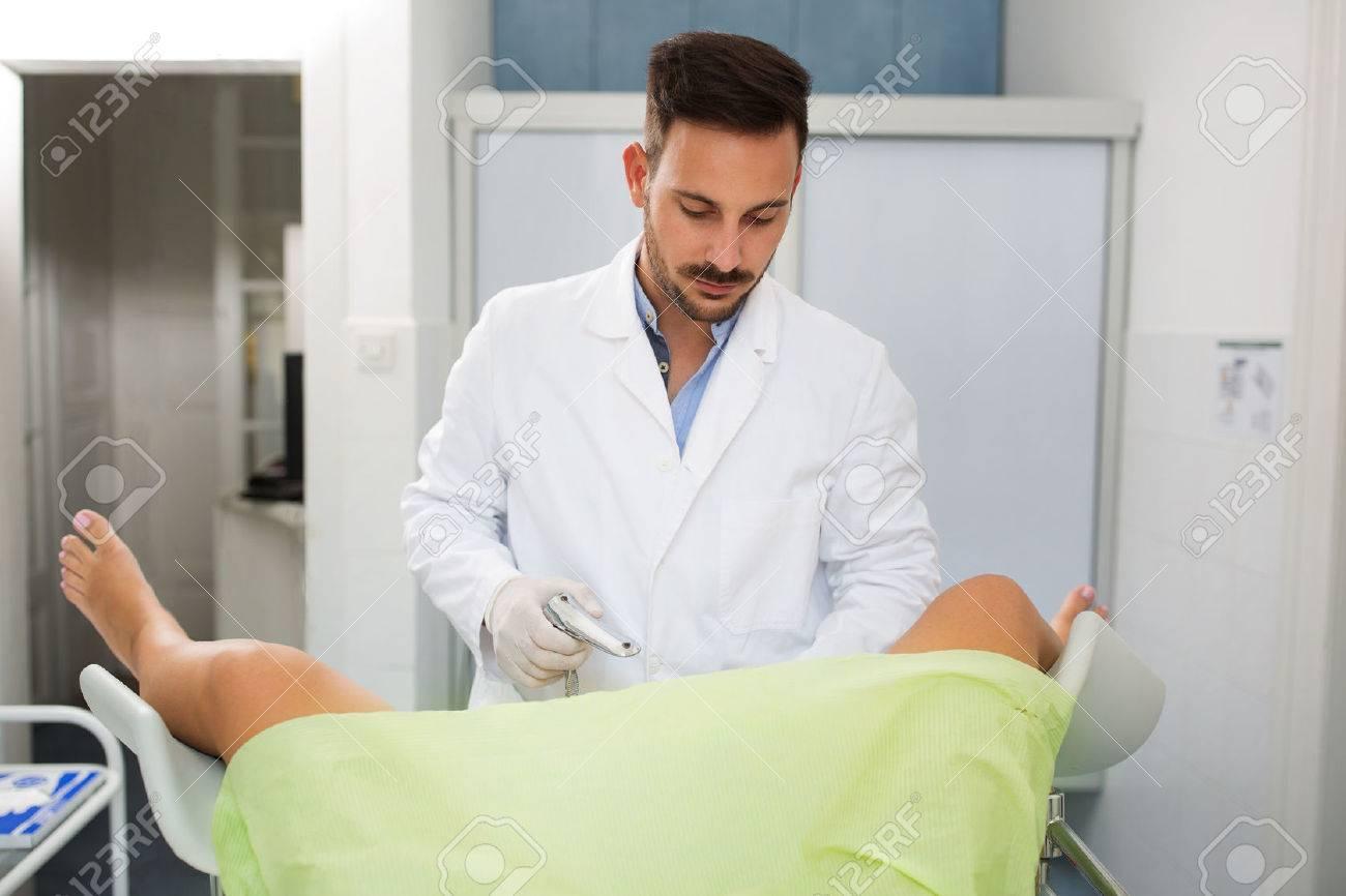Секс гинеколог фото, Гинеколог поимел пациентку на смотровом кресле 20 фотография