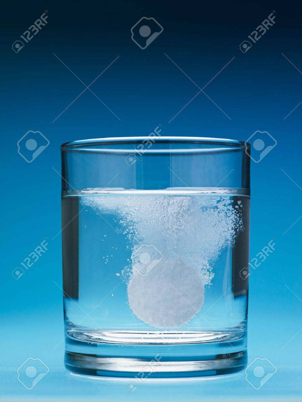 closeup of painkiller tablet in glass of water. Vertical shape, copy space - 7513228