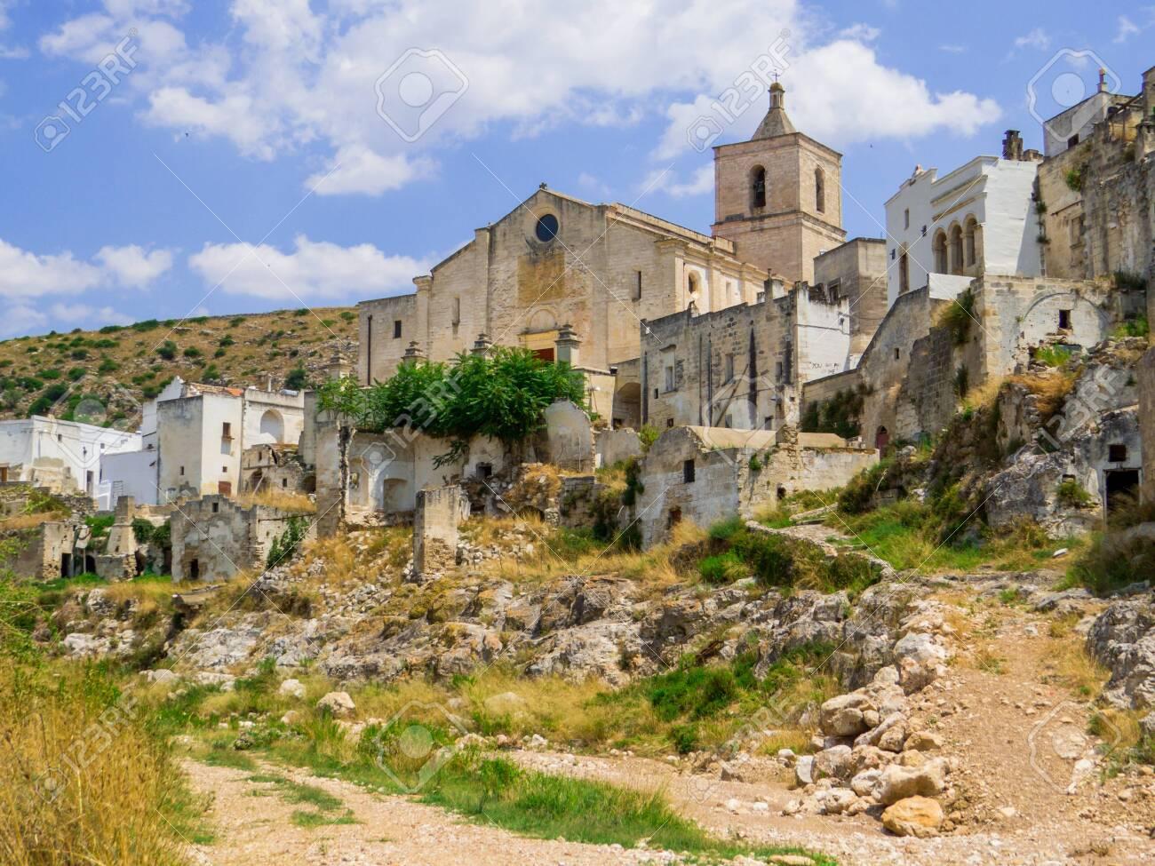 Ancient ruins in Ginosa, Apulia, south Italy - 151513382