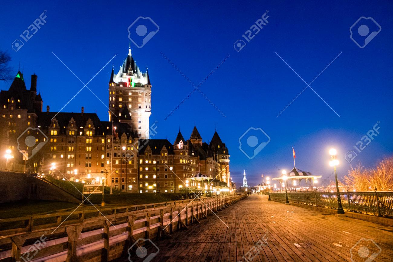 Castillo De Frontenac Y Terraza De Dufferin En La Noche Quebec City Quebec Canadá