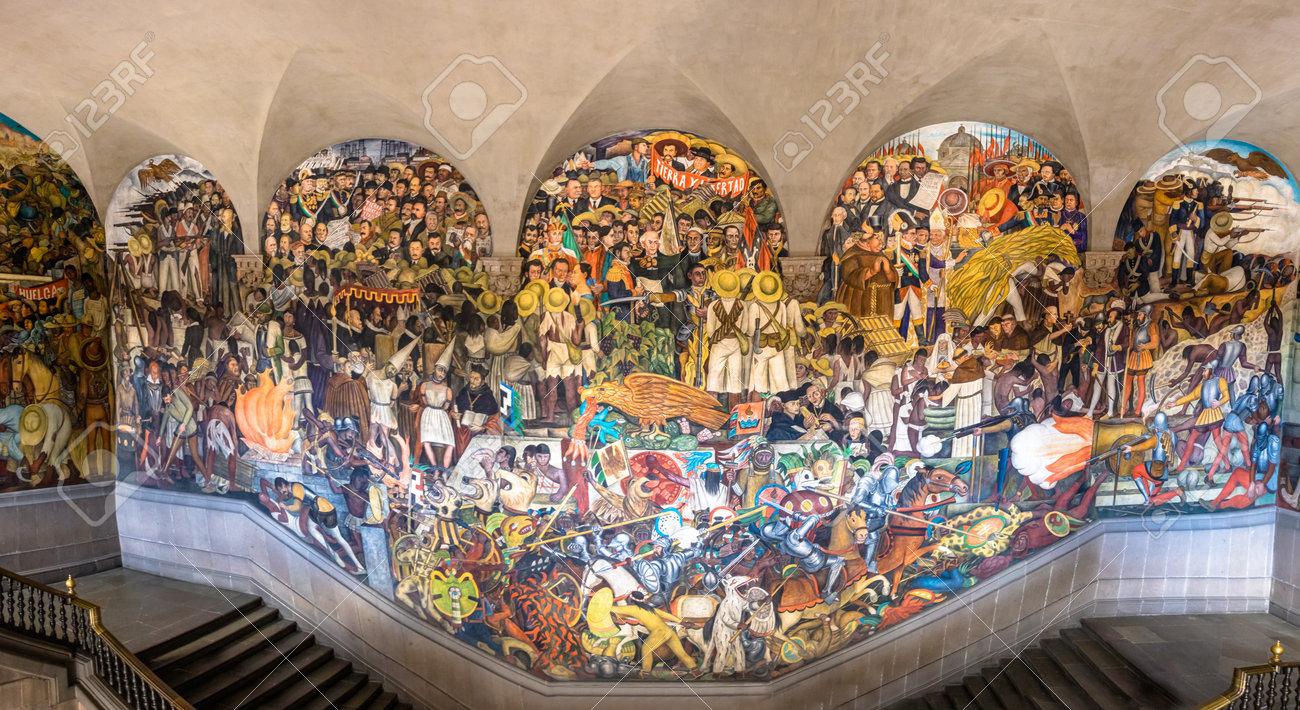 Les Escaliers Du Palais National Avec La Celebre Peinture Murale L Histoire Du Mexique De Diego Rivera Mexico Mexique Banque D Images Et Photos Libres De Droits Image 80457113