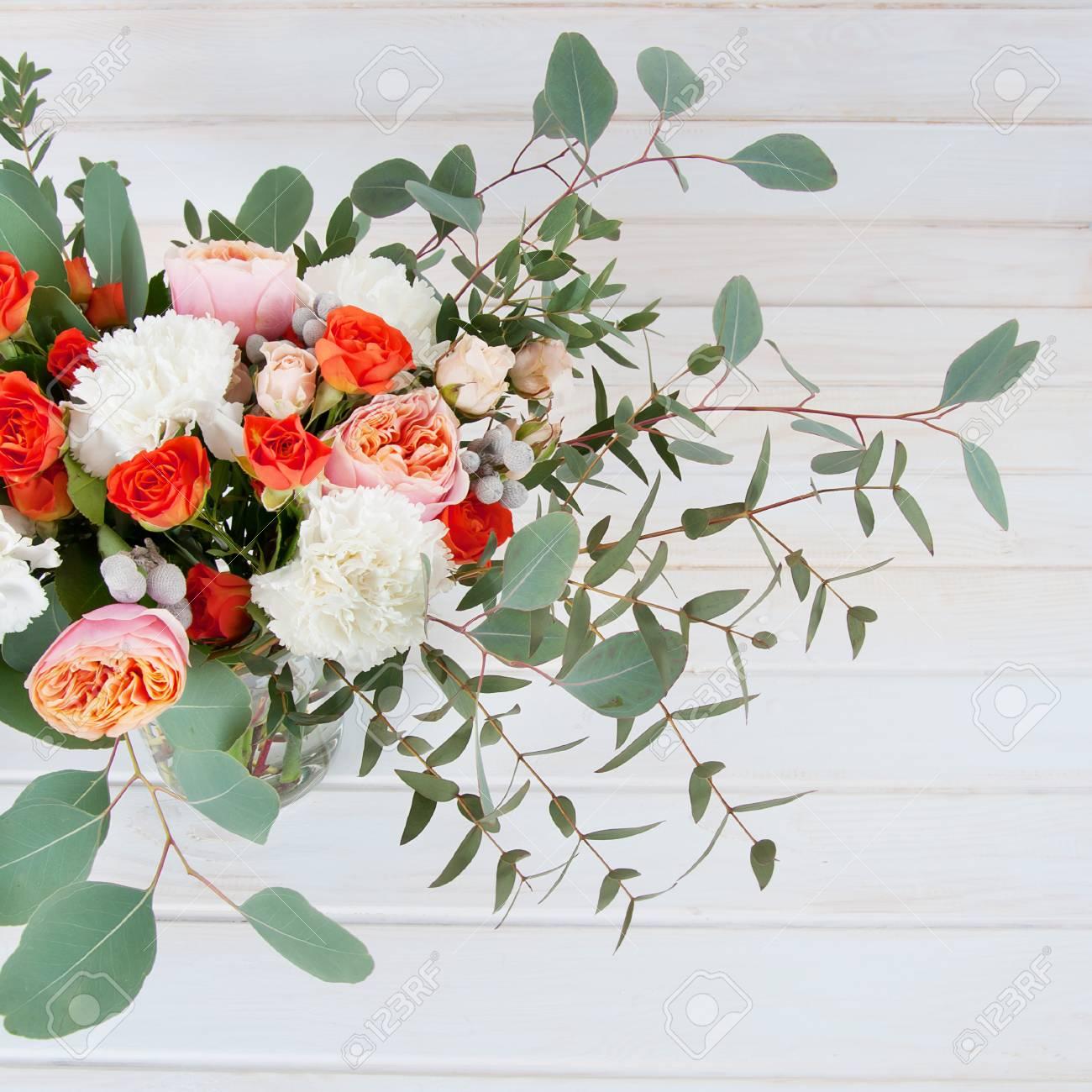 Feuille D Eucalyptus Bouquet magnifique bouquet de mariée en fleurs blanches et orange, ruban et  feuilles d'eucalyptus