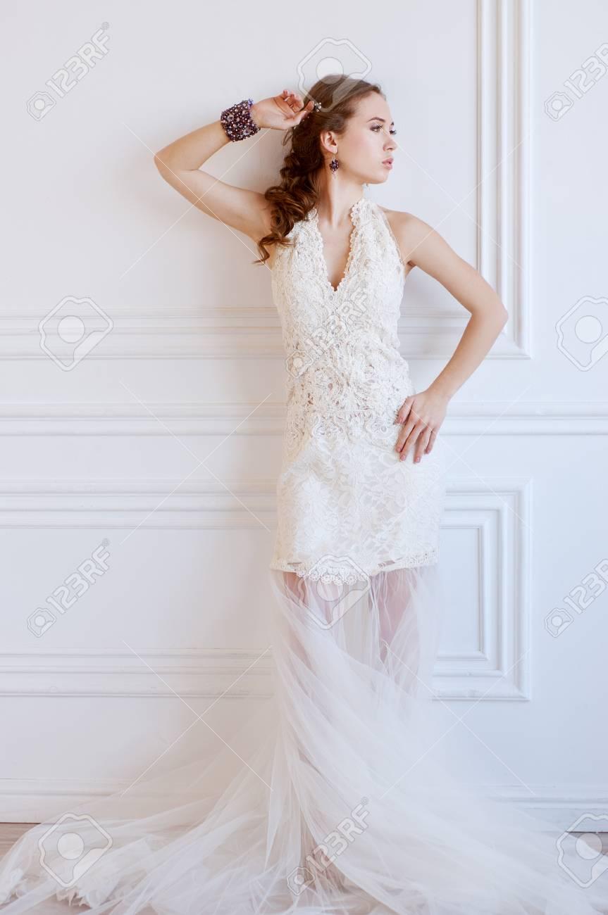 Pulseras con vestido de novia