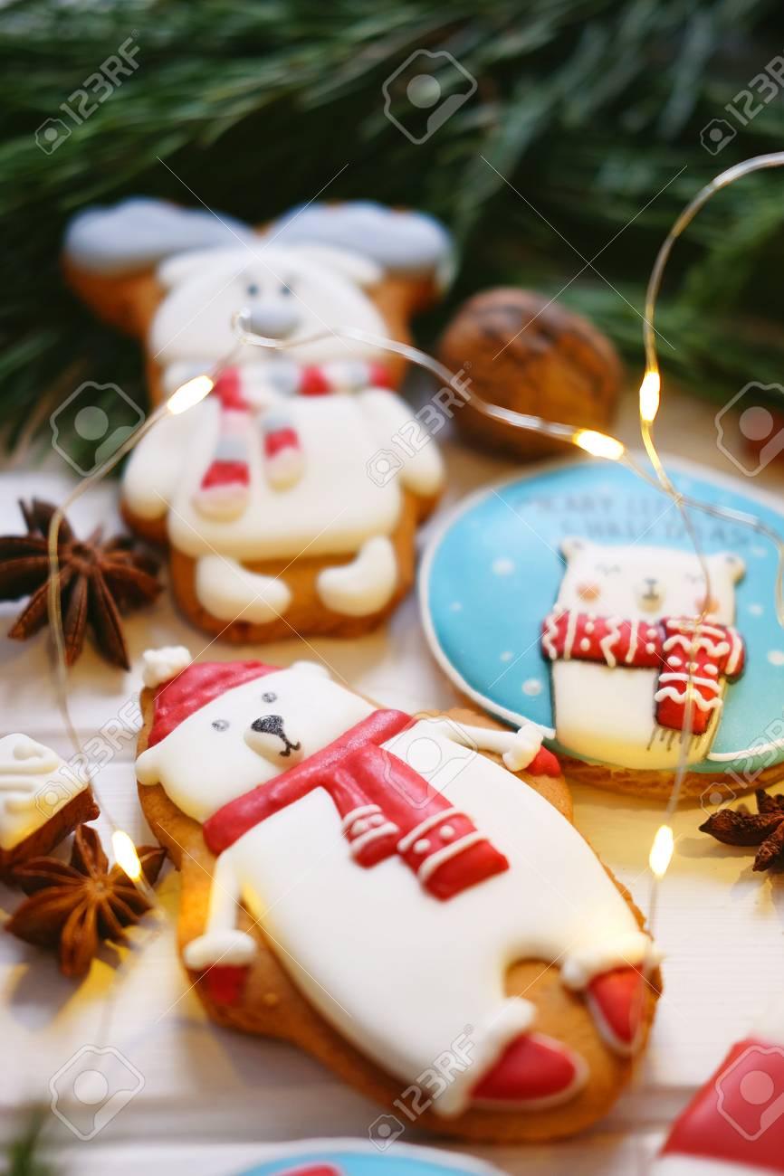 Galletas De Jengibre Con Glaseado Multicolor Decoradas Para Navidad Y Año Nuevo