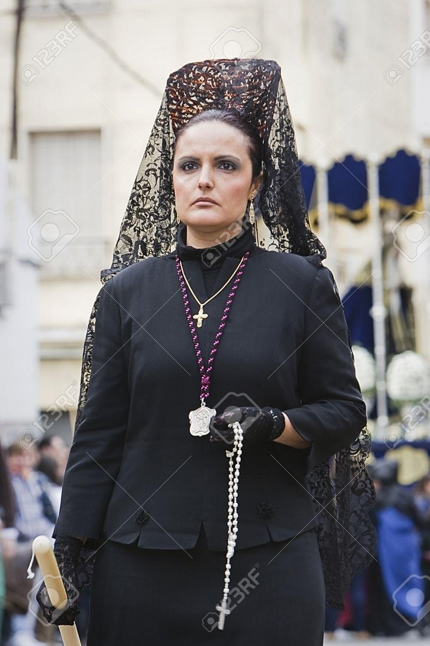 Fotos mujeres vestidas de mantilla
