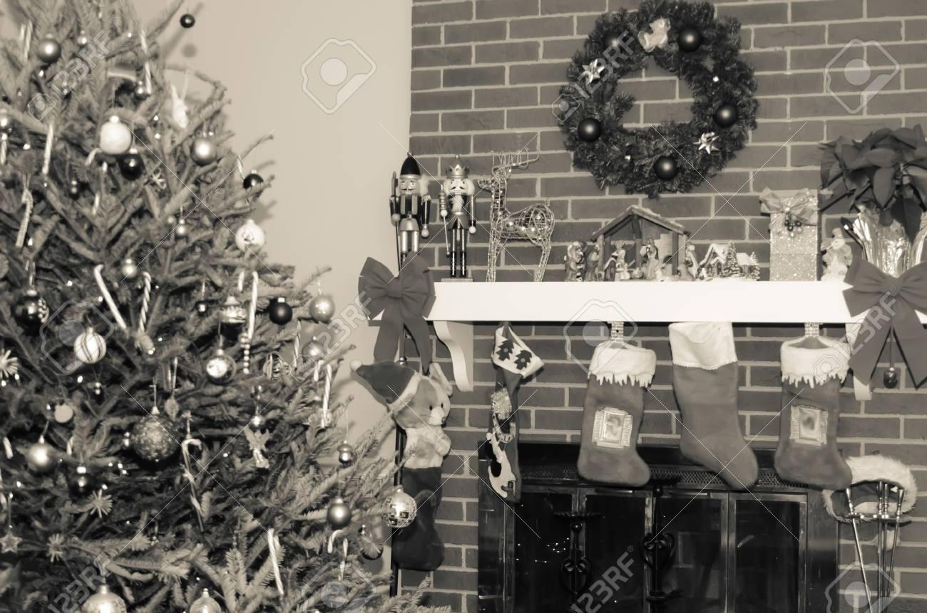 Viele Os Präsentiert Rund Weihnachtsbaum Vor Weihnachten In ...