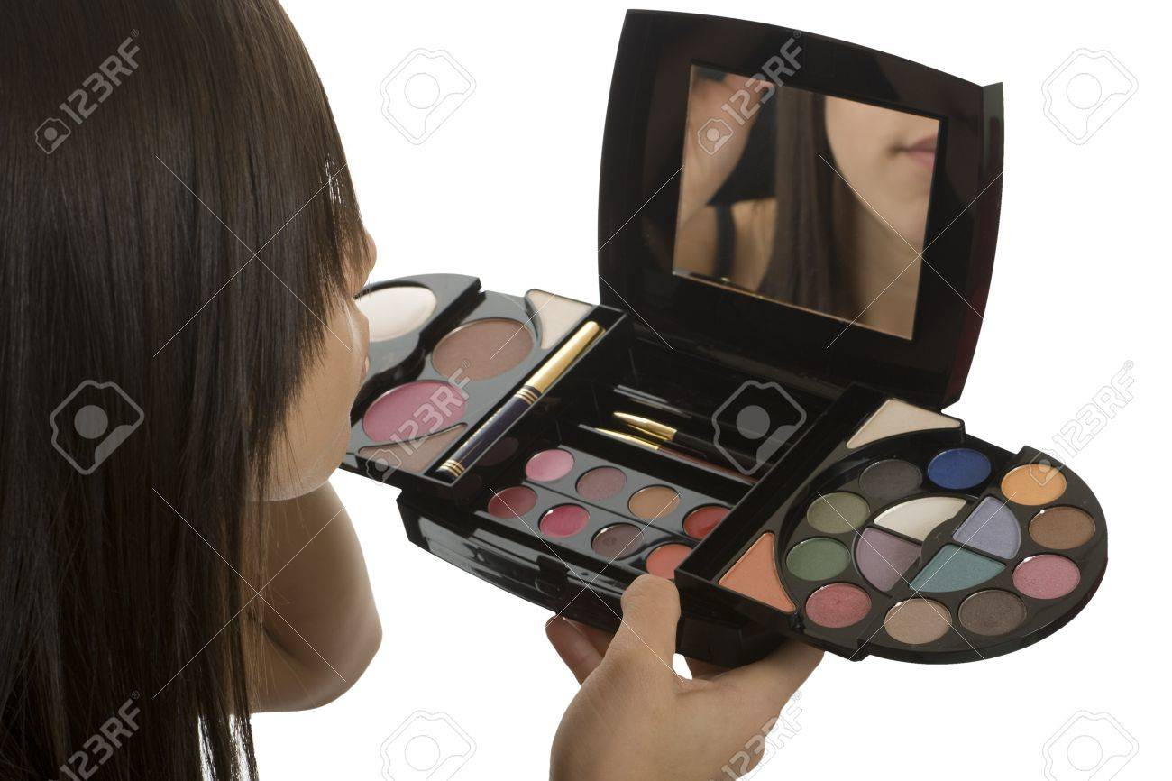 Teenager make up, cosmetics to seem more attractive - 4082416