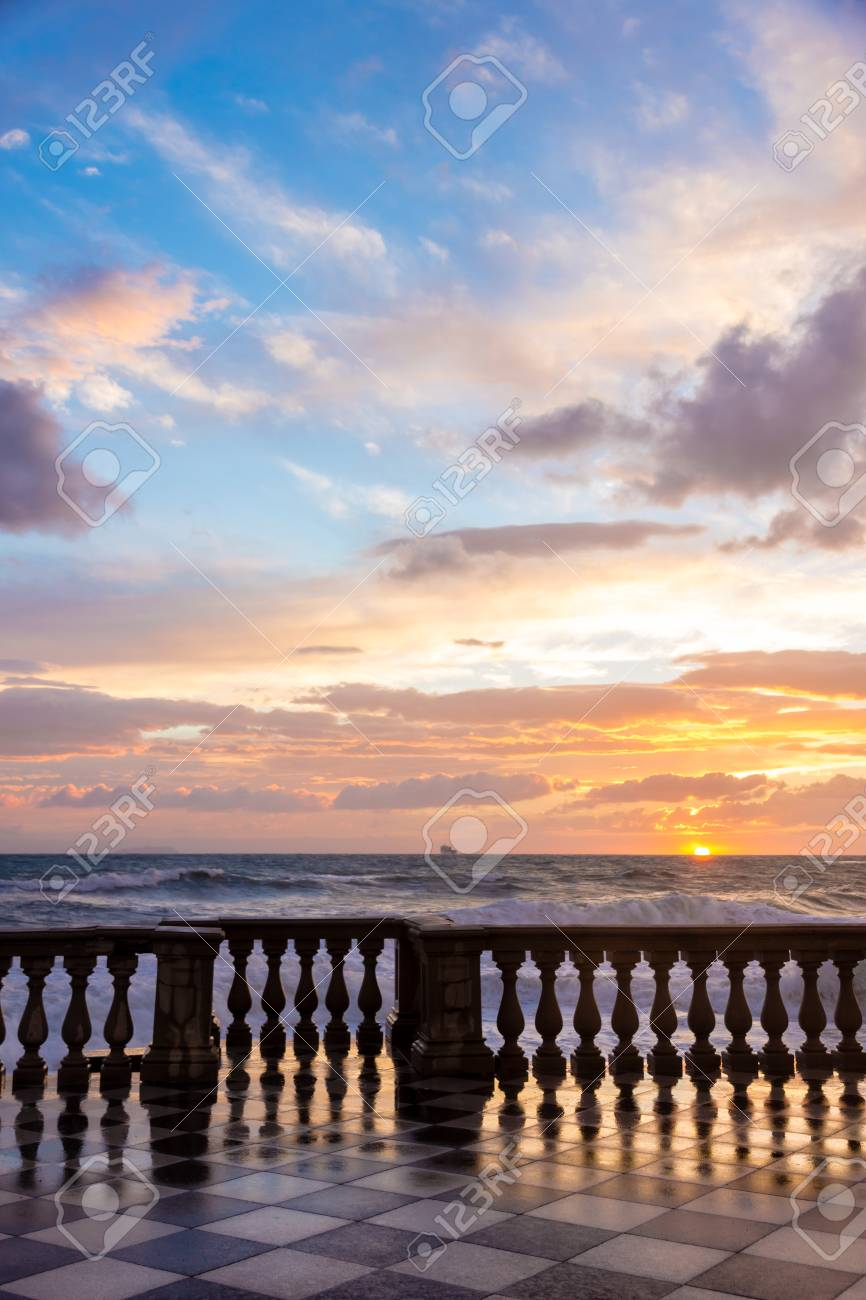 Terrazza Mascagni In Livorno Bei Sonnenuntergang Lizenzfreie Fotos ...