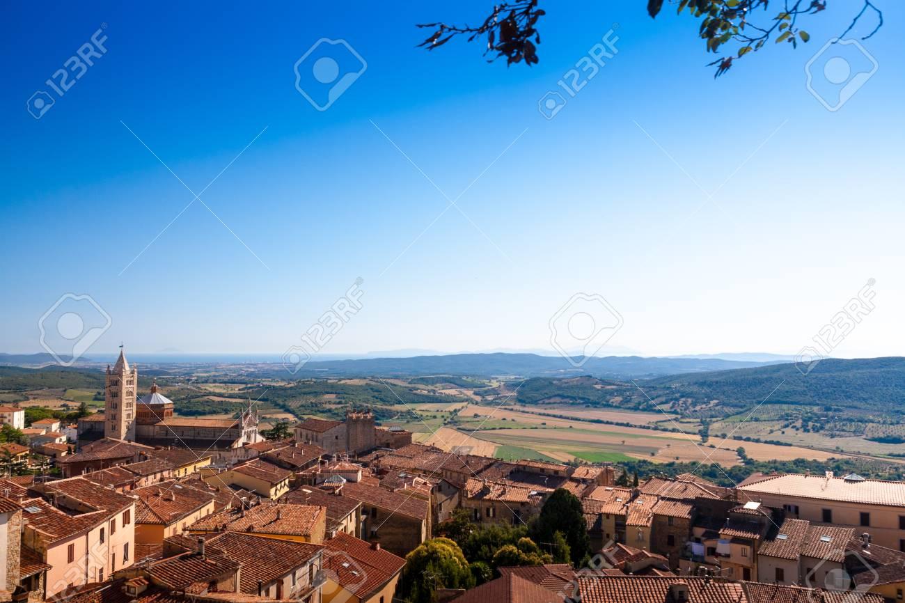 マッサ ・ マリッティマ、トスカーナ、イタリアの古い町 の写真素材 ...