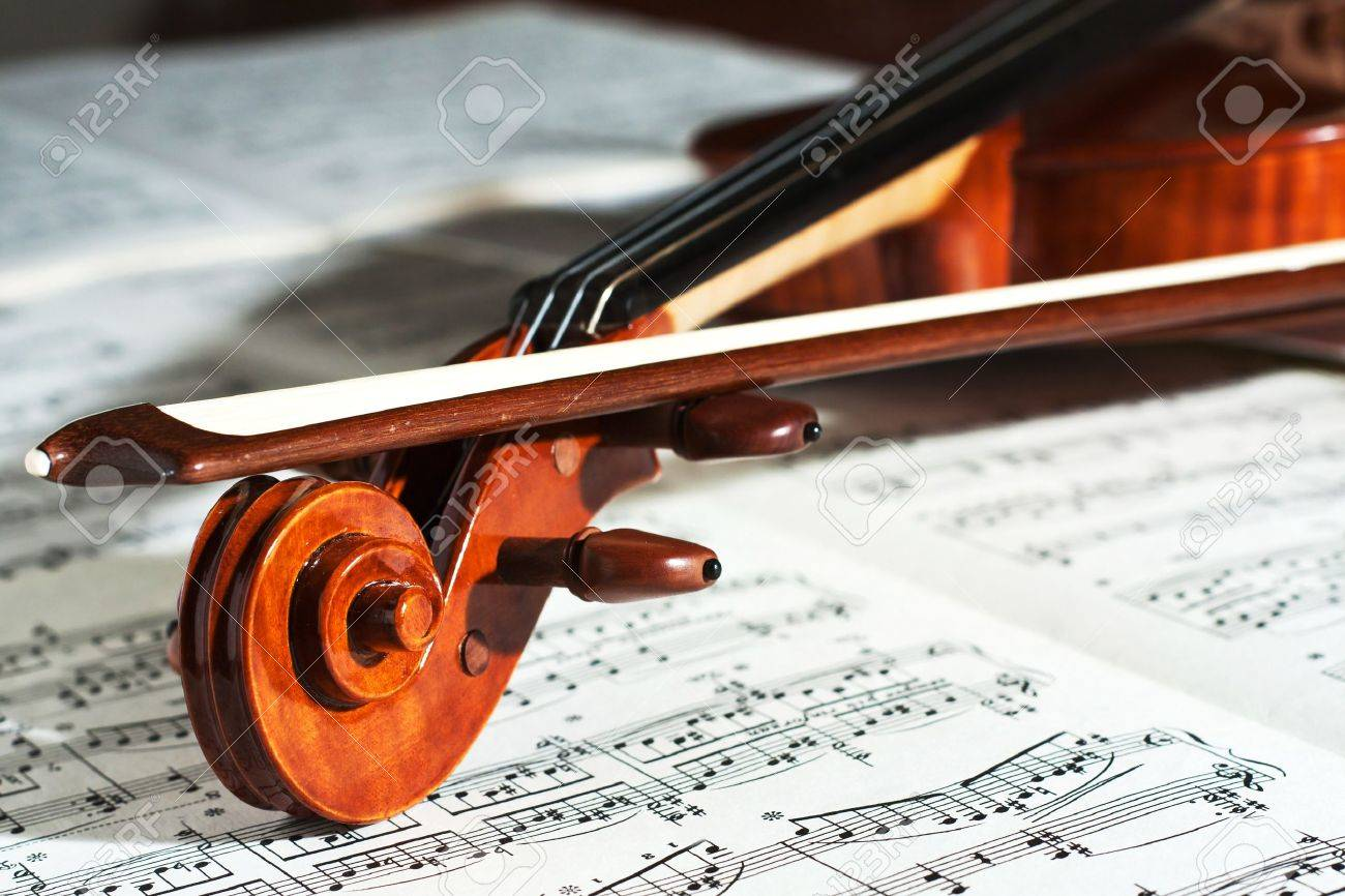 Detail of a beautiful violin with the score Stock Photo - 8502598