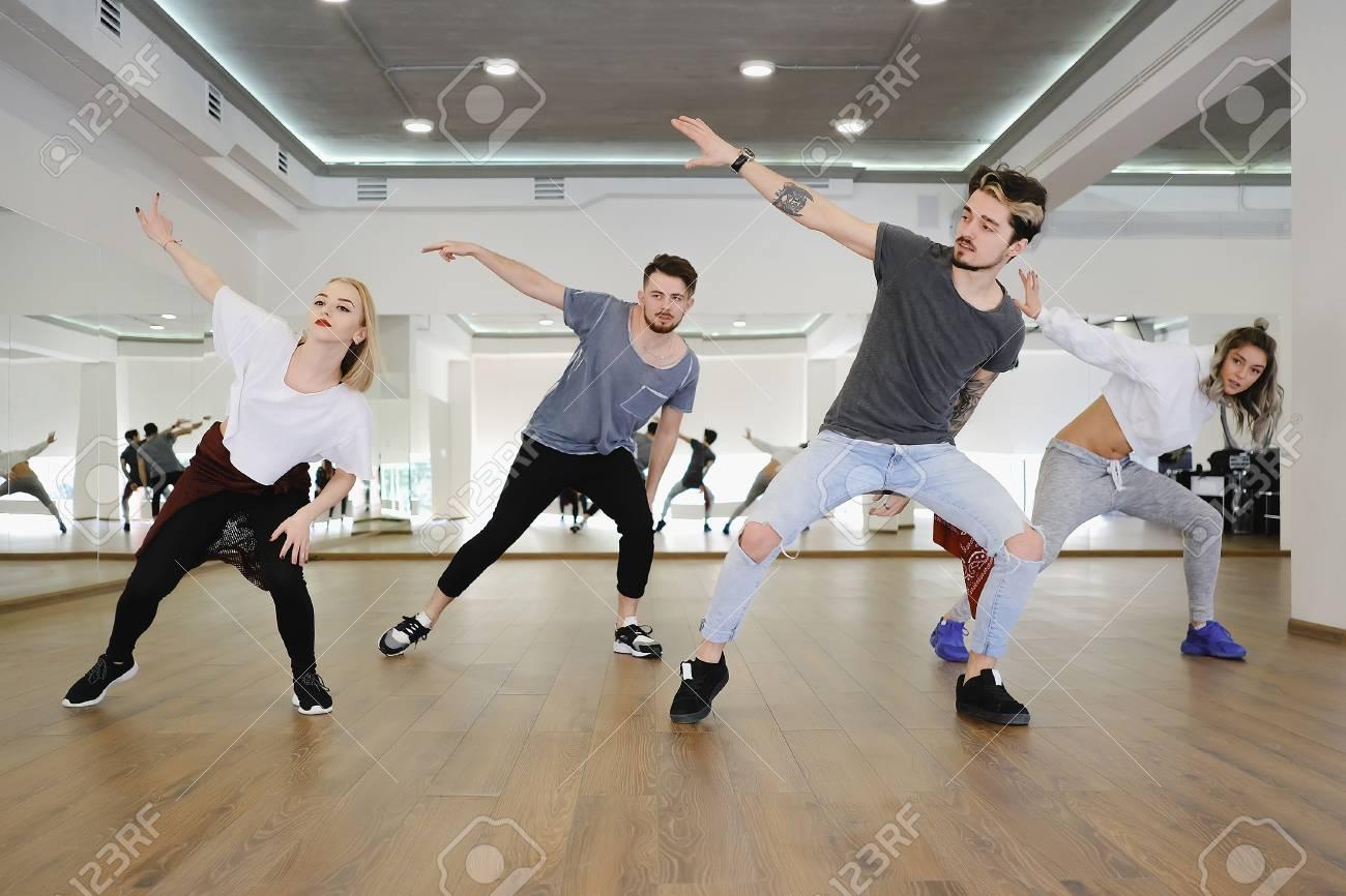 Geile Junge Teenager tanzen Galerien ramsay