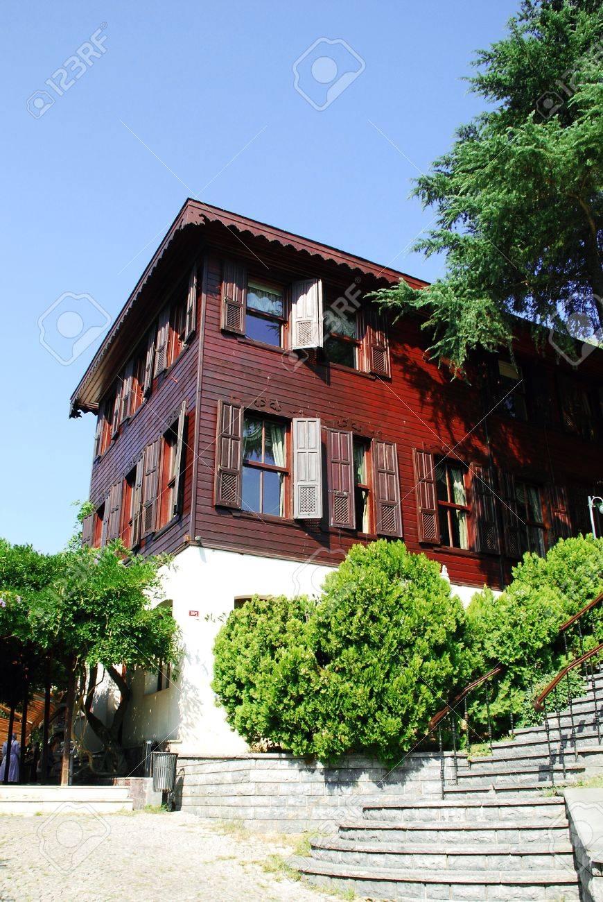 Maison Moderne Avec Jardin à Istanbul, Turquie Banque D\'Images Et ...