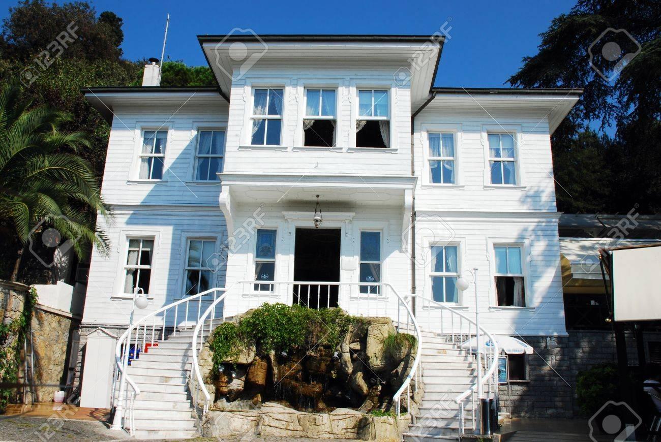 casa moderna con escaleras en estambul turqua foto de archivo
