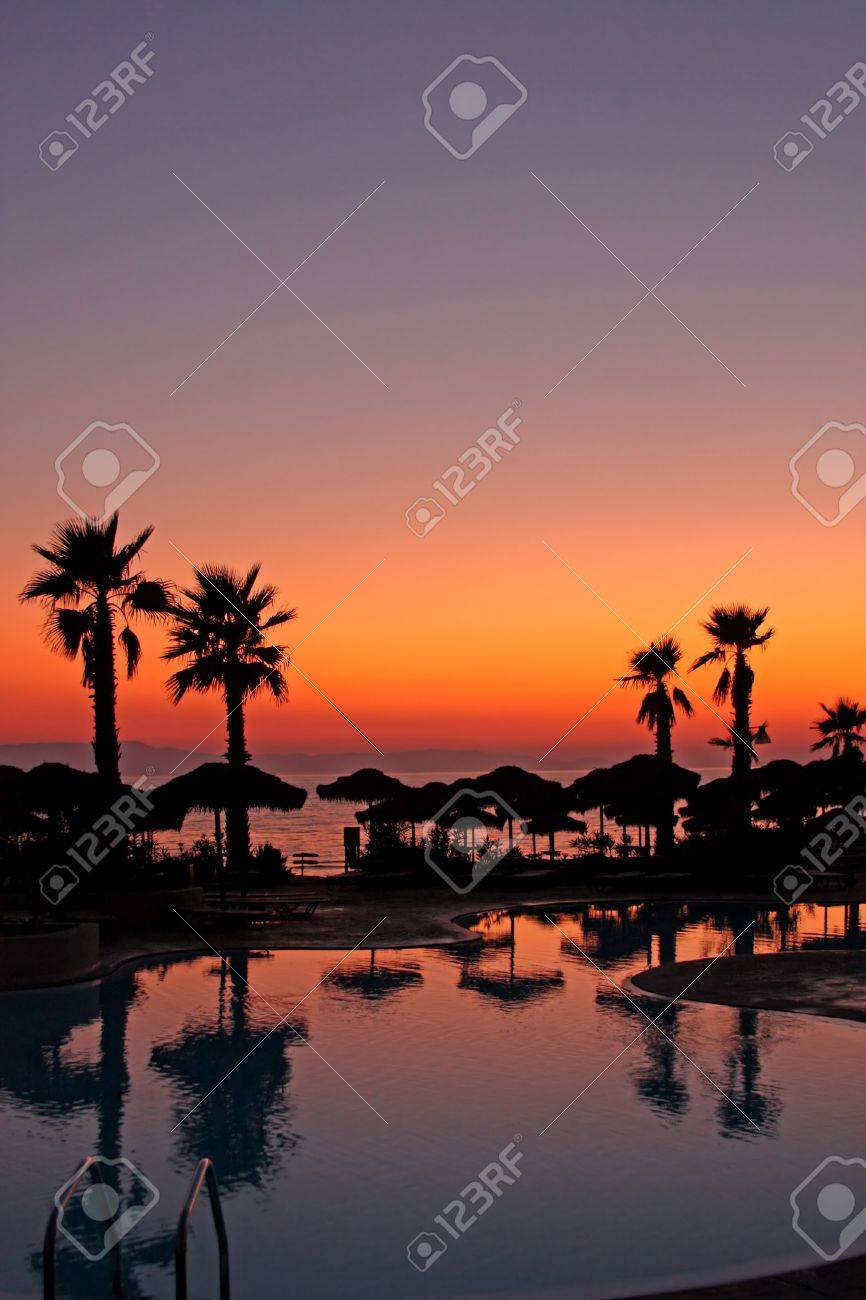 Sunset in a tropical paradise - 13274202