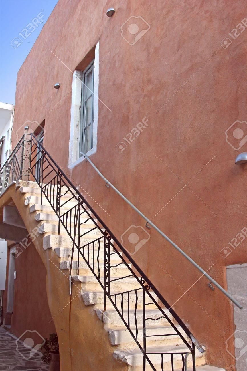 escaleras exteriores de una casa foto de archivo