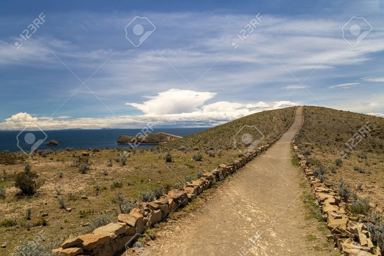 Inca treck in Isla del Sol. Titicaca, Bolivia - 115410312